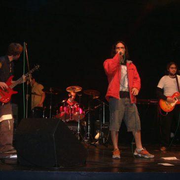 Bandas fazem show no Teatro Rosário Fusco